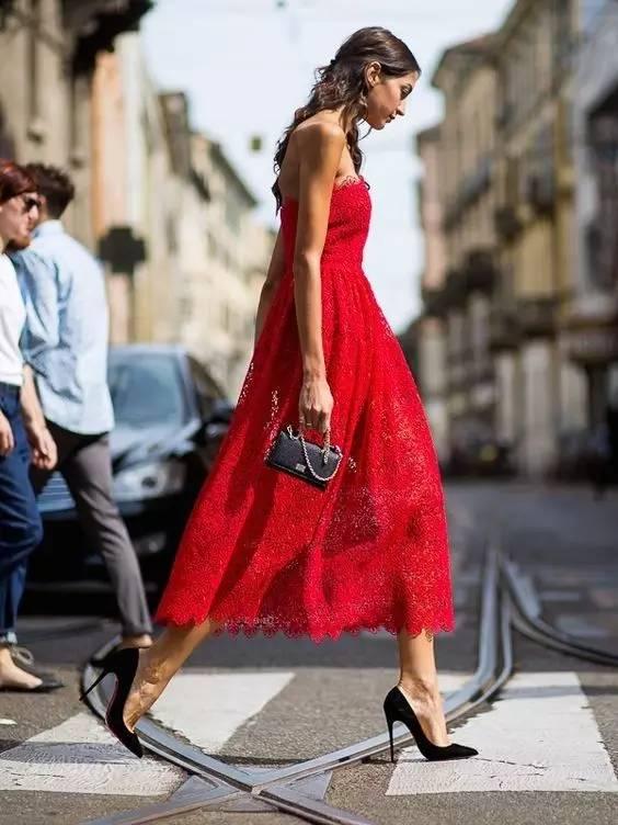 这是夏季最有女人味的一条连衣裙! 服饰潮流 图26