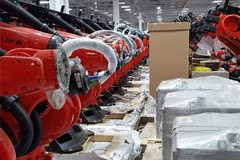 """特斯拉工厂""""外星战舰""""探秘:Model 3几乎都是机器人制造"""