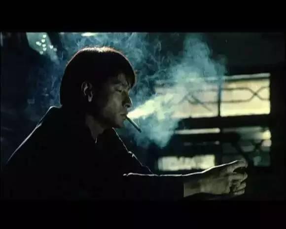在那些年刘德华结尾惨死的黑帮影片中,《龙在江湖》给我的感动甚至多