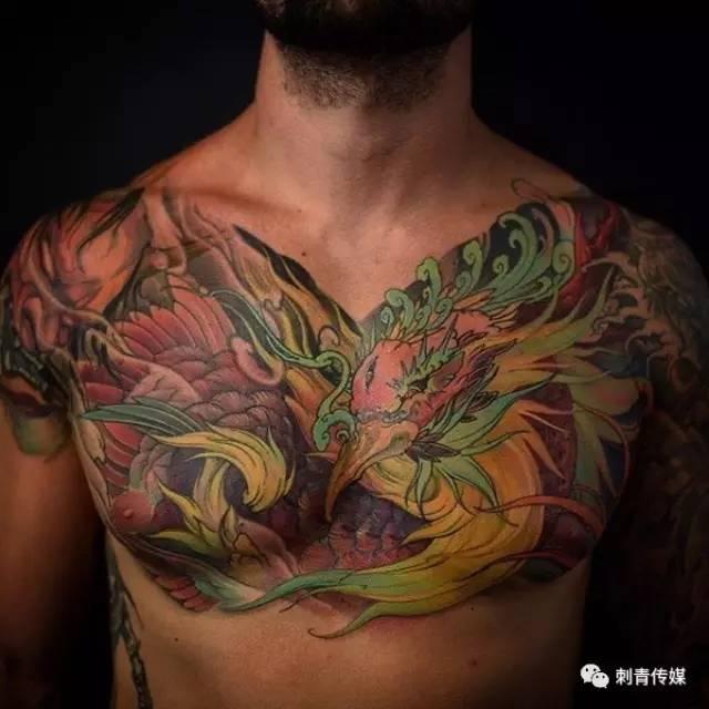 帅气的花胸纹身