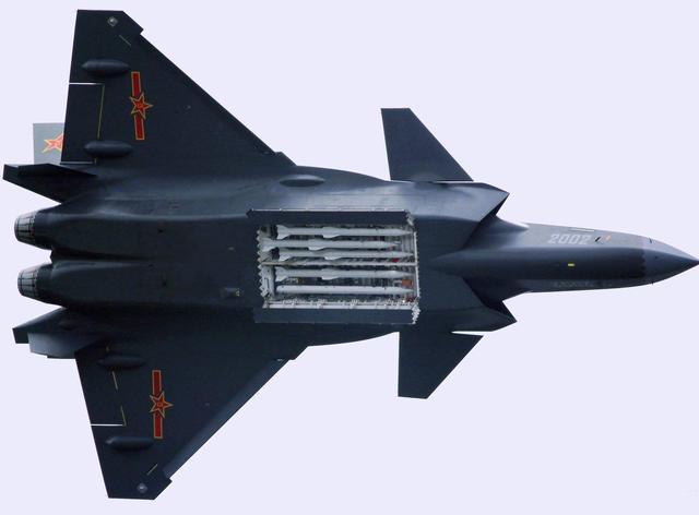 歼20弹药混搭,特别能打:f-22飞行员老羡慕了图片
