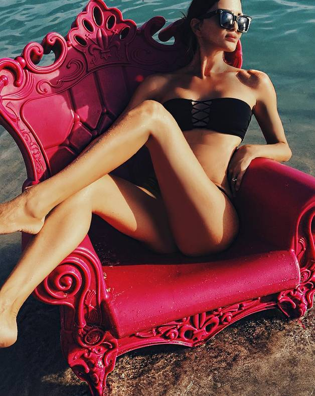 """她年近五十,腿长""""两米"""",比二十多岁的女儿还年轻! 风格偶像 图3"""