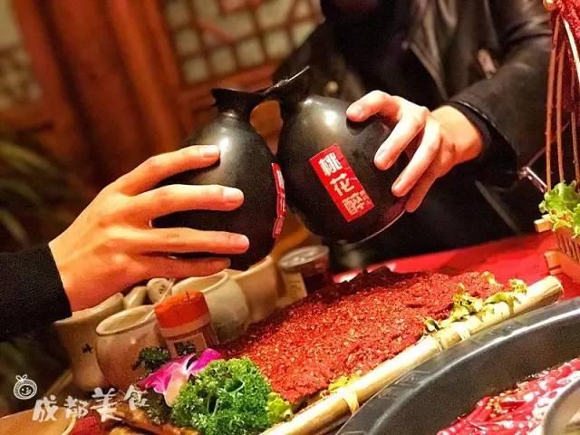 成都首家水八块火锅.一家非常有仪式感的火锅店.