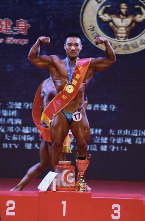男子传统健美65公斤级图片