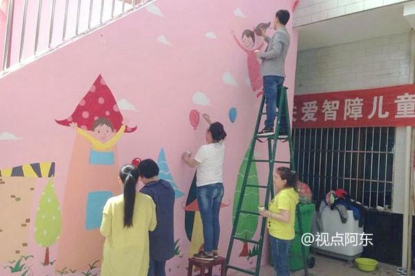 美呆了!看唐都花园社区志愿者为特教中心彩绘的墙 - 视点阿东 - 视点阿东