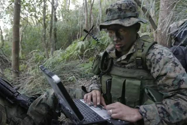 为什么特种兵普遍都不戴钢盔而戴奔尼帽?图片