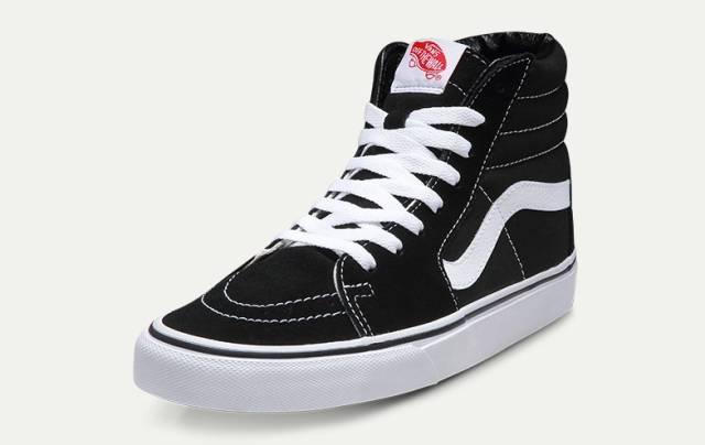 当下爆火的小黑鞋上线,别再穿烂大街的小白鞋了