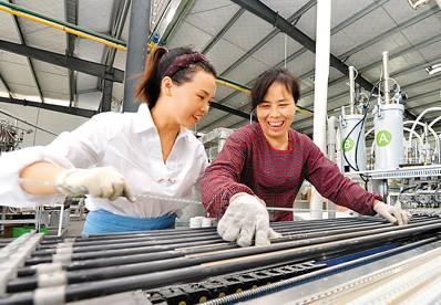 【讯鸽】中国有多少农民工?他们一个月能赚多少钱?权威数据来了