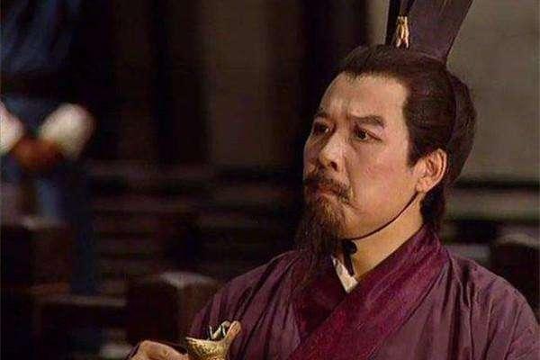 老版三国演义里孙彦军扮演的看似柔弱的刘备才是真正的世之英雄图片