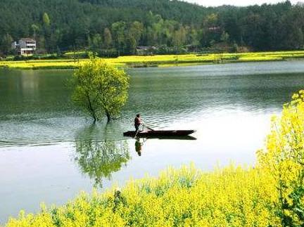 汉中旅游,览一幅淡墨山水国画——红寺湖!