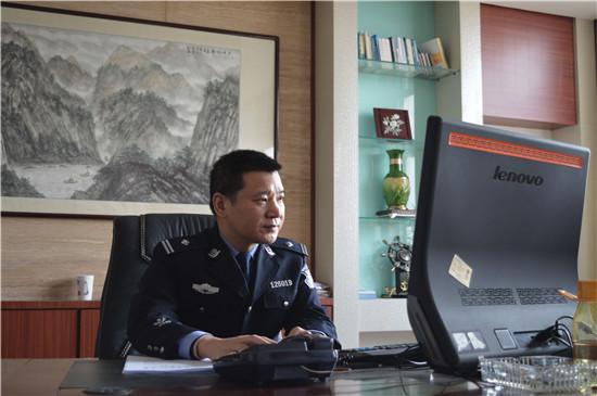 访江苏省兴化市公安局戴南分局局长刘凡荣