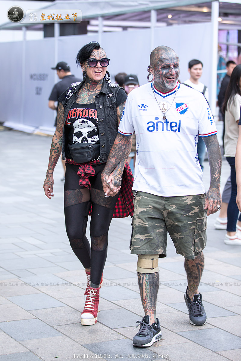 北京街拍:乌拉圭猛男超酷霸气纹身