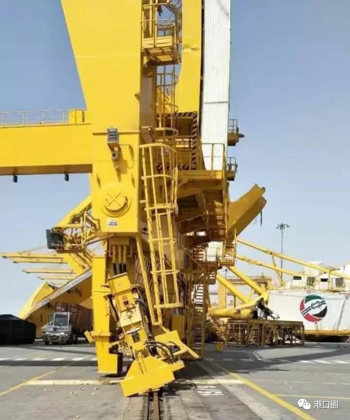 两起船舶与港口设施设备撞击事故(附视频)
