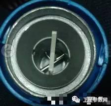 中九高频头极化片_这时就必须换成有两根针且有极化片的双圆极化高频头.