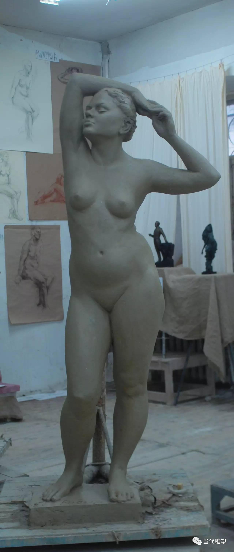 站立的模特人体泥塑