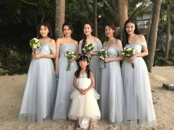 刘亦菲为大学同学做伴娘 长发飘飘仙女范儿十足 娱乐八卦 第1张