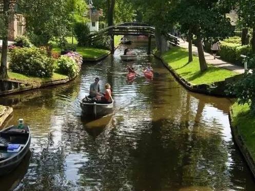 去邻居家串个门还得坐船是个什么体验?