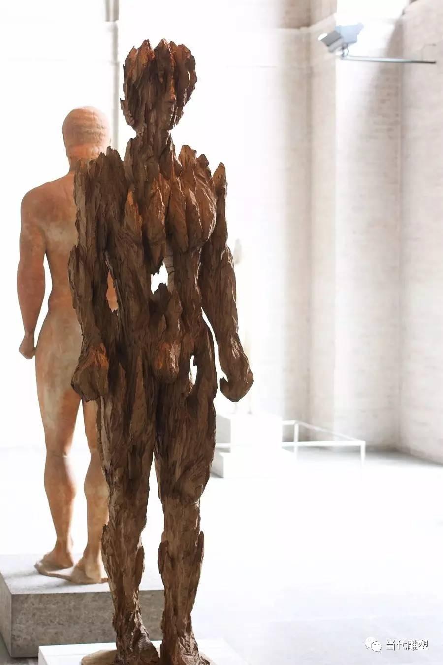 男性木材抽象人体雕塑