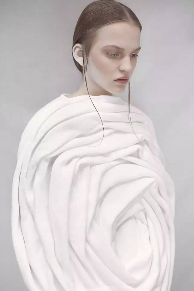 沙漏型服装款式图手绘