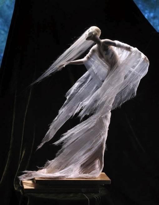 白发魔女国外超写实魔幻人物雕塑