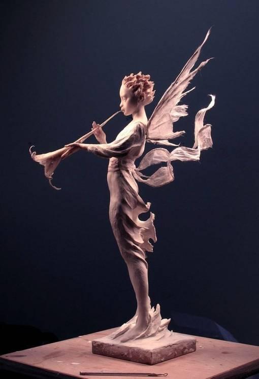 吹喇叭的精灵国外超写实魔幻人物雕塑