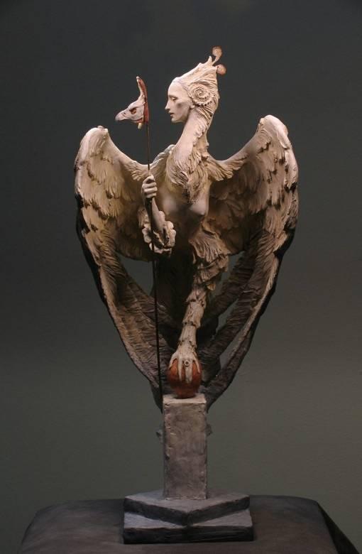 老鹰国外超写实魔幻人物雕塑