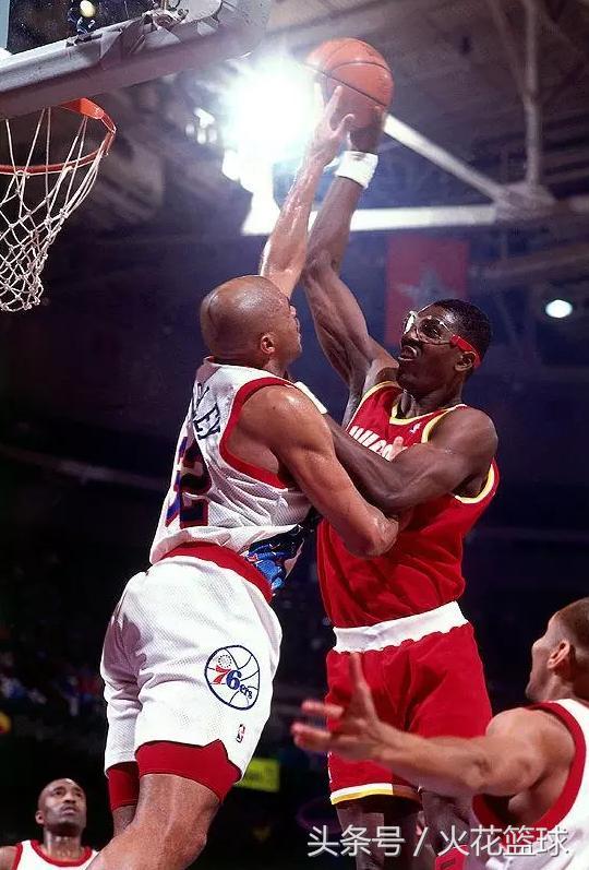 nba球星鞋码_NBA球星非人的尺寸,伊巴卡和史密斯难分伯仲,鞋码最大的是他 ...