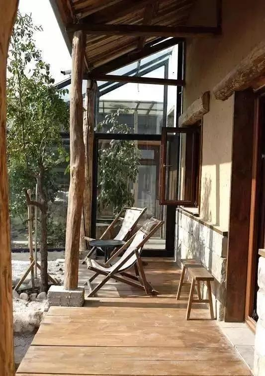 大叔带着小媳妇改造北京两千平米小院