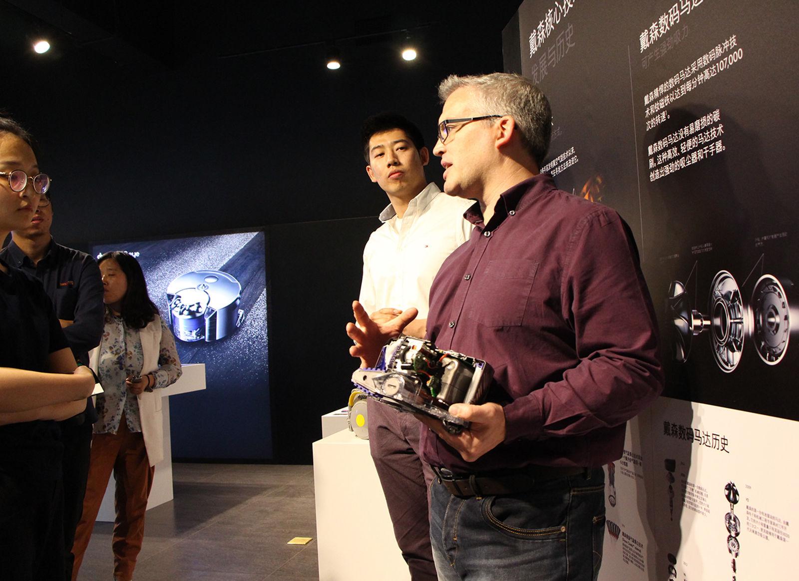 戴森 360 Eye 智能吸尘机器人体验