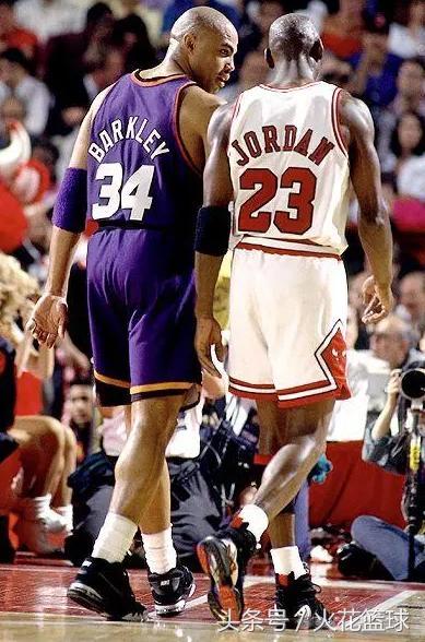 nba球星鞋码_NBA球星非人的尺寸,伊巴卡和史密斯难分伯仲,鞋码最大的是他