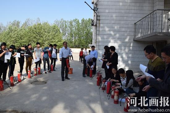 石家庄藁城区廉州镇第二中学举行 消防演练 活动图片