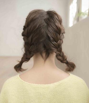 发型|超级减龄的双马尾编发,夏日活力上线!