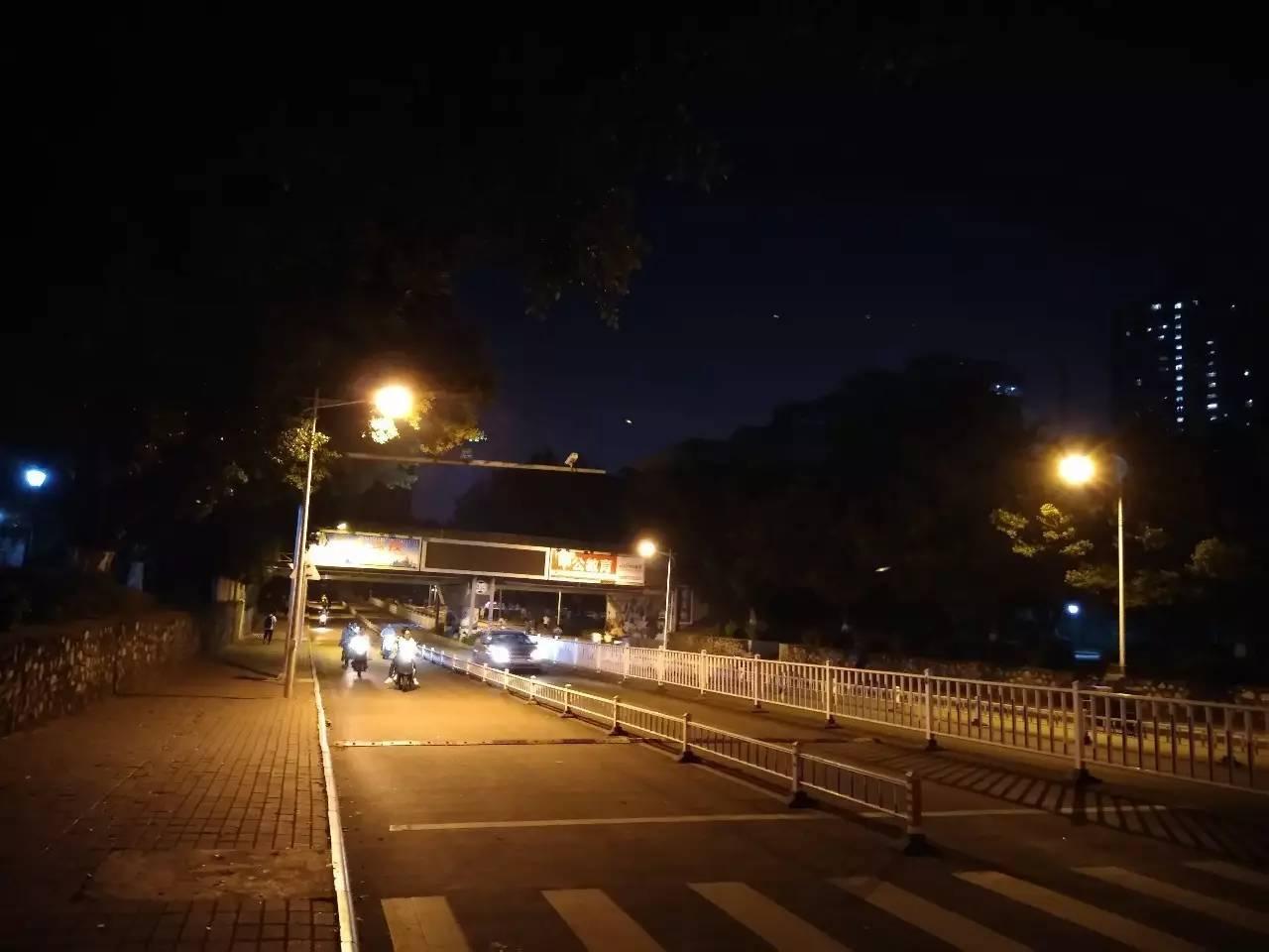 崇左桥大堵案每日上演,-夜西大 走夜路请放声歌唱