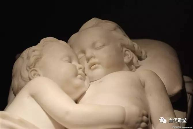 小婴儿雕塑