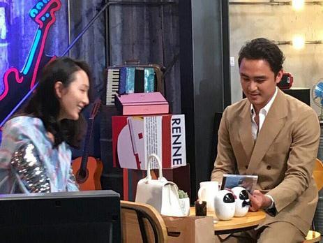 王鸥明道咖啡厅热聊 潘玮柏与吴昕组cp录真人秀