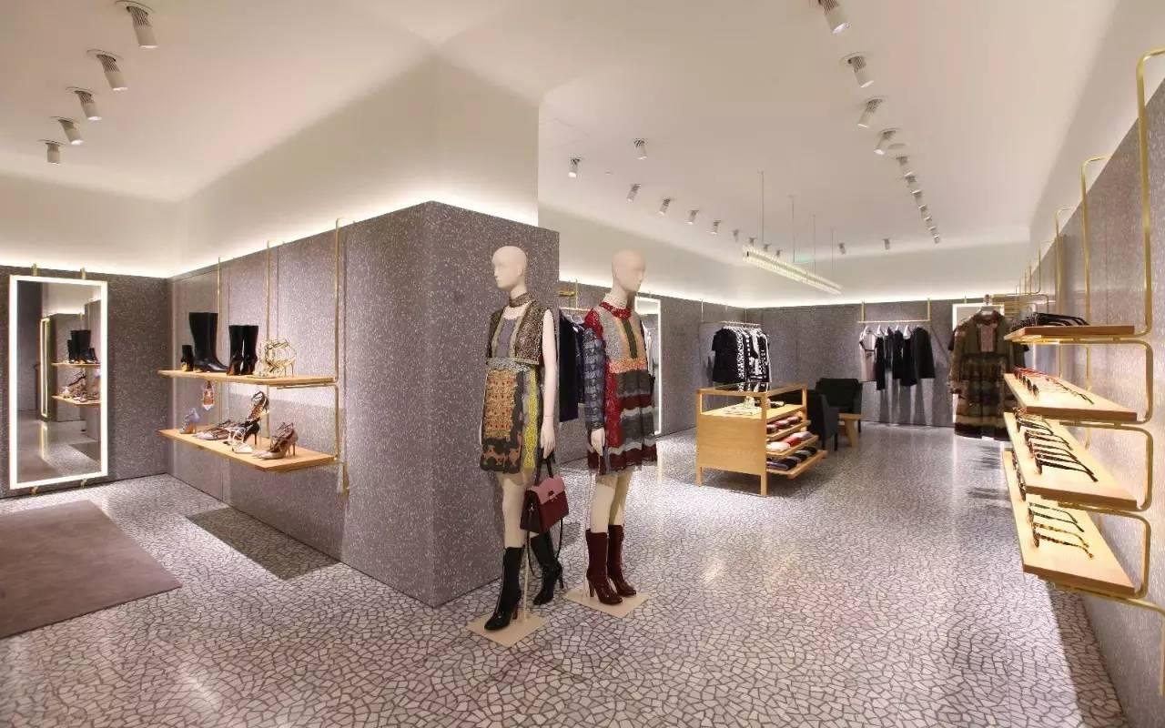 直至2014年12月才开出西安第一家直营精品店,外立面糅合古典与现代图片