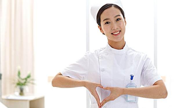 爱心满满的女护士