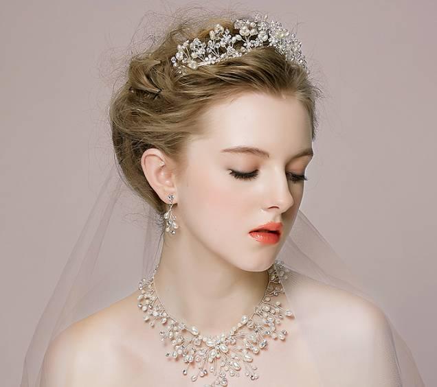 精美绝伦的皇冠新娘造型图片