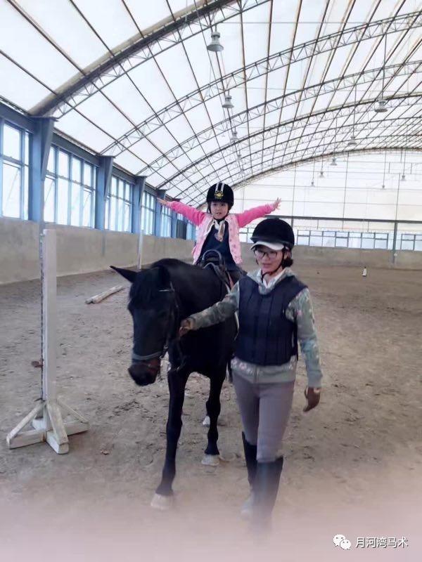 孩子几岁就v孩子骑马了?-搜狐体育木兰单扇24式图片