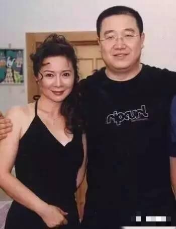 蔡明年轻时和刘晓庆合照一点不输,怪不得她不服气倪萍被夸大美女