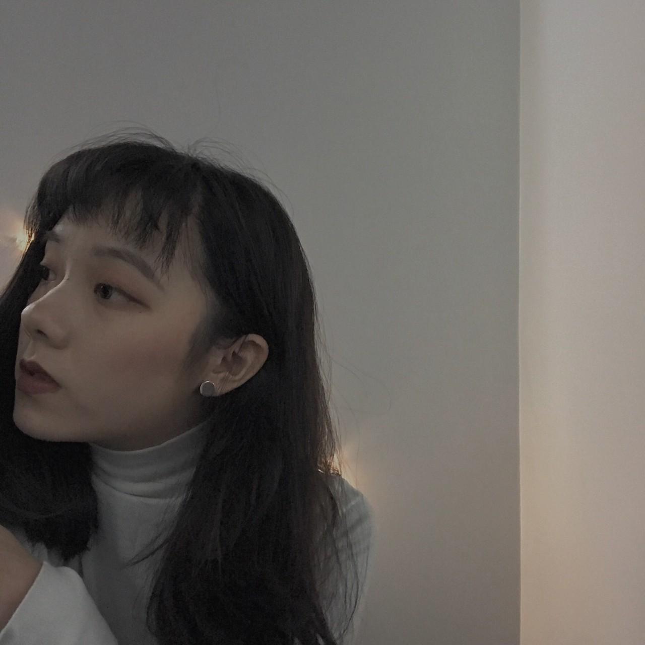 她是小编看到现在为止,拥有二次元刘海还能同时 hold 住欧美街头风的图片