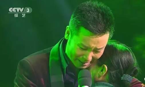 刘和刚含泪跪唱 儿行千里 ,台上台下感动的哭成一片