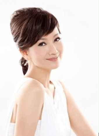 年过六旬的赵雅芝宛如少女,定期皮肤管理