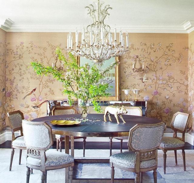 中式风格的手绘墙纸,鸟语花香的气息慢慢地从墙面散发,使得整个空