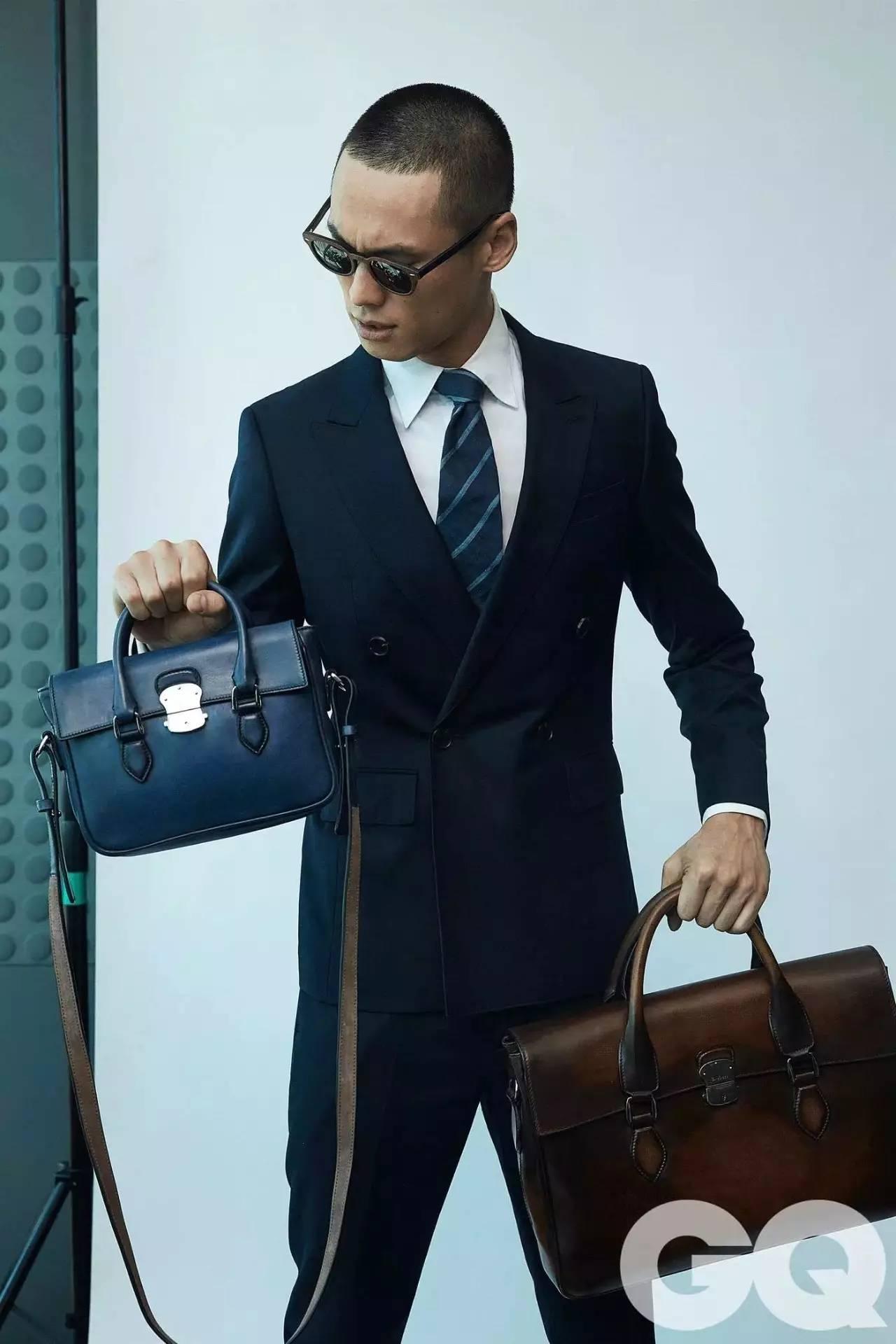 男人背小包真的就很娘吗?男士也很流行背小包 男士时尚 图5