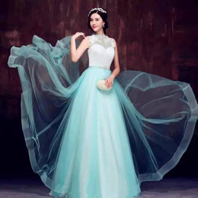 冰蓝婚纱图片_碎冰蓝玫瑰