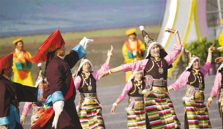 第六届全国新农村文化艺术展演西藏歌舞《羊卓姜谐》(图)