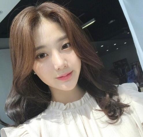 韩式微卷中长发 这种慵懒感发型才是我的最爱! 美容护肤 图6