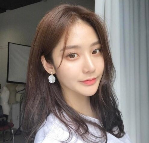 韩式微卷中长发 这种慵懒感发型才是我的最爱! 美容护肤 图5