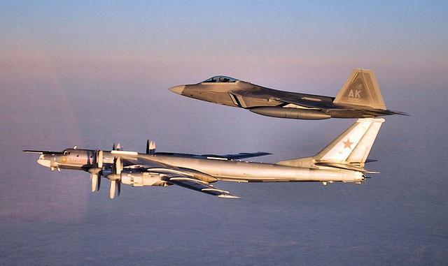 一周内第三次了!俄罗斯战斗机在封面